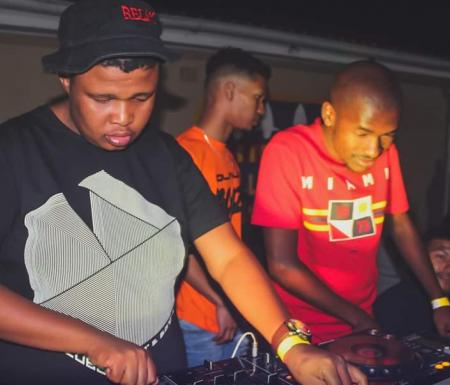 DOWNLOAD MP3: uBiza Wethu & Mr Thela – Asinavalo